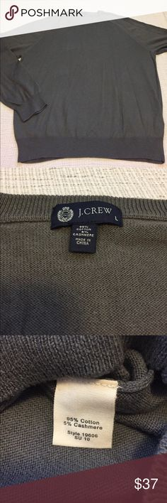"""Men's - J. Crew gray cotton & cashmere sweater This crewneck sweater is in excellent condition!   Approximate measurements: Total length - 27"""" Armpit to armpit - 23 1/2"""" Sleeve length - 25""""  M1035 J. Crew Sweaters Crewneck"""
