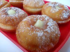 Krapfen alla ricotta ripieni di crema pasticcera
