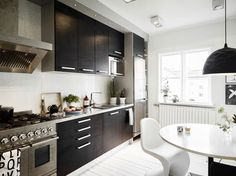 This lovely apartment is located in Kungsladugårds, a neighborhood of Gothenburg, Sweden.