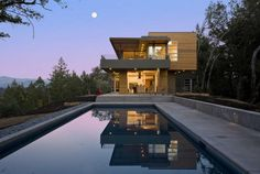 Swatt | Miers #Architects have designed a contemporary vacation home for a young family in Healdsburg, California.