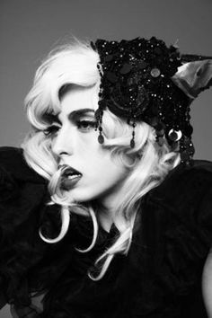 I'm not sure if this is a real pic of Lady Gaga in The Fame Monster Era or not. Divas, The Fame Monster, Lady Gaga Photos, Le Jolie, Queen, Famous Faces, Woman Crush, Madonna, Burlesque