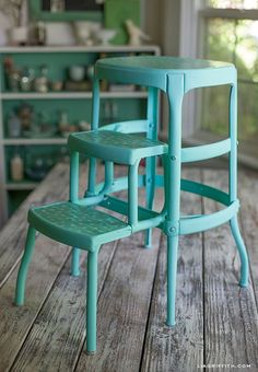 Upcycled Vintage Step Stool Giving a vintage stool an aqua update - Lia GriffithGiving a vintage stool an aqua update - Lia Griffith Furniture Makeover, Diy Furniture, Furniture Design, Stool Makeover, Furniture Showroom, Drawing Furniture, Furniture Update, Inexpensive Furniture, Furniture Chairs
