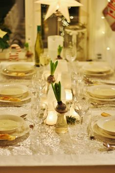 Livets fina stunder Table Settings, Table Decorations, Christmas, Furniture, Home Decor, Xmas, Decoration Home, Room Decor, Place Settings