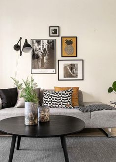 Find your favorite Minimalist living room photos here. Browse through images of inspiring Minimalist living room ideas to create your perfect home. Home Living Room, Apartment Living, Living Room Designs, Living Room Decor, Bedroom Decor, Deco Studio, Home And Deco, Home Furnishings, Home Furniture