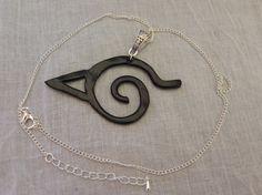 Collier symbole de Konoha noir inspiré de l'univers Naruto, en pâte polymère, réalisé par La Caverne des Geek sur A Little Market. N'hésitez pas à aller jeter un œil. =) https://www.alittlemarket.com/boutique/la_caverne_des_geek-1476567.html
