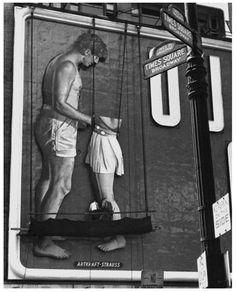 Fred Stein - Billboard, Times Square, New York City, 1948. S) TE NOTO AUSENTE