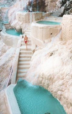 Die heißen Quellen von Grutas Tolantongo in Mexiko. In unserem Reisefüh… The hot springs of Grutas Tolantongo in Mexico. In our guide you will find all wi Vacation Places, Vacation Destinations, Dream Vacations, Romantic Vacations, Cancun Vacation, Mexico Vacation, Mexico Trips, Mexico Destinations, Greece Vacation