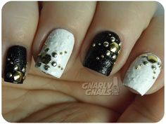 Gnarly Gnails: The Digit-al Dozen DOES Black & White - Day 5 - Abstract Snowflakes