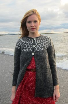 Iðunn cardigan: Knitty Winter 2012; Project/class starting tomorrow.  I'm using navy blue as my main color and white and light blue for the color work on the yoke.