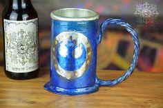 chope à bière avec symbole de république reconstitué