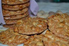 Yer fıstıklı bu gevrek kurabiyelerin lezzeti muhteşem oluyor . Dövülmüş tuzsuz yer fıstığı yerine isterseniz ezmesini de kullanabilirsiniz. Bu kıtır kıtır kurabiyeleri çok seveceksiniz.