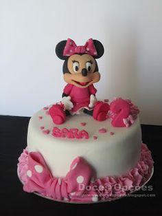 Doces Opções: Bolo de aniversário com a Minnie Cake, Disney, Desserts, Food, Birthday Cakes, Decorating Cakes, Dessert, Sweets, Tailgate Desserts