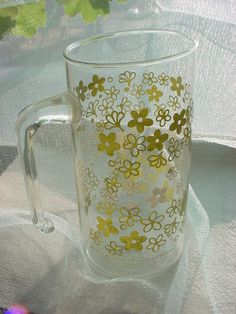 seller; florasgarden on ebay ~ Vintage Pyrex Pitcher Green Crazy Daisy Glass with Handle