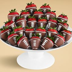 Don't Plan Your Super Bowl Party Until You've Seen These 15 Game Day Foods I don't mean to be the boss of you, but. Don't plan your Super Bowl Party until you've seen these 15 game day foods! Actually, ALL of these ideas are. Super Bowl Party, Football Party Foods, Football Food, Football Desserts, Football Treats, Superbowl Party Food Ideas, Football Cupcakes, Football Design, Football First Birthday