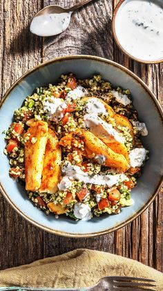 Spicy Halloumi on Tabbouleh and Refreshing Mint yoghurt - Sommer & Sonne Halloumi, Summer Dishes, Summer Salads, Tabbouleh Recipe, Hello Fresh Recipes, Eggplant Dishes, Clean Eating Dinner, Mets, Summer Recipes