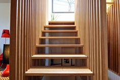 Modern Spaces Oak Stairs Design, Pictures, Remodel, Decor and Ideas Wooden Staircase Railing, Modern Railing, Timber Stair, Oak Stairs, Modern Stairs, House Stairs, Floating Staircase, Wood Slat Wall, Wood Slats