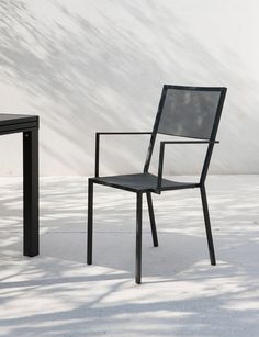 Discover the quality of Unopiù's Iron Lullaby stacking armchair - Create your design outdoor space now! Outdoor Chairs, Dining Chairs, Outdoor Furniture, Outdoor Decor, Tall Stools, Tall Table, Low Stool, Square Tables, Contemporary Design