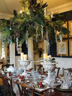 Christmas 36 Gorgeous Christmas decorated chandeliers for holiday sparkle Christmas Table Settings, Christmas Tablescapes, Outdoor Christmas Decorations, Christmas Centerpieces, Holiday Decor, Holiday Mood, Christmas Candles, Holiday Tables, Flower Decorations