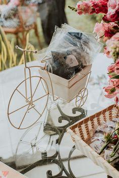 Lorena e Genilson | Cerimônia civil intimista e cheia de detalhes em Belém Gift Wrapping, Gifts, Civil Wedding, Civil Ceremony, Groom Wear, Souvenir Ideas, Candy Table, Gift Wrapping Paper
