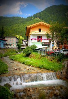 Canazei, Italia. Vaellusmatka Dolomiiteillä.