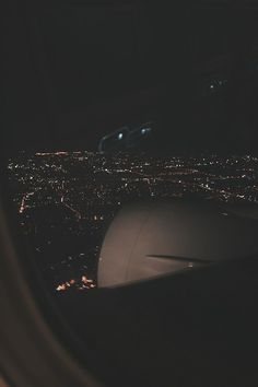 Pin by zareena bulah on airplane window in 2019 Night Aesthetic, City Aesthetic, Travel Aesthetic, Airplane Window, Airplane View, Airplane Photography, Travel Photography, Aesthetic Backgrounds, Aesthetic Wallpapers
