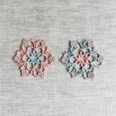I've been experimenting with block tatting with double stitches and lock stitches. This is a pattern by Karen Cabrera.