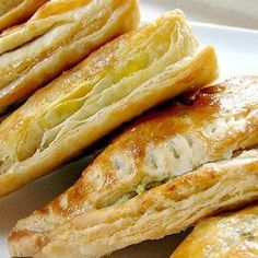 Nanny Chan& Mild Curry Puffs with a delicous mild spiced filling of ground meat wrapped in a flaky pastry. Great as a snack, appetizer or party food! Curry Puff Recipe, Quick Recipes, Cooking Recipes, Pie Recipes, Healthy Recipes, Tandoori Masala, Classic Kitchen, Puff Pastry Recipes, Pie Pastry Recipe