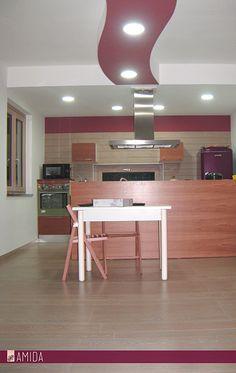 Cosa ne pensate di una #piastrella effetto #parquet in cucina? Noi di Amida l'abbiamo utilizzata sia come #pavimento che come #rivestimento in questa bella cucina ad Angri!
