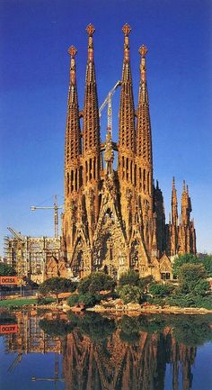 A few places in the entire world are as breathtaking as the majestuous Sagrada Familia in Barcelona, Spain. When in holiday in Barcelona, one of the top places to see on your list should be Gaudi's masterpiece Beautiful Places In The World, Places Around The World, The Places Youll Go, Places To See, Valencia, Spain And Portugal, Beautiful Buildings, Kirchen, Monuments