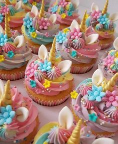 Easy and Fun Birthday Party Treats for Girls - Rainbow Cupcakes - Pa's Geburtstag - Birthday Party Treats, Unicorn Themed Birthday Party, Birthday Cupcakes, Unicorn Party, Unicorn Birthday Cakes, Birthday Ideas, Unicorn Gifts, 5th Birthday, Unicorne Cake