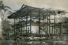 金閣寺舎利殿が全焼し、骨組みだけをの残し焼け落ちた金閣寺=1950年7月2日