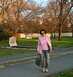 VGRV blog, pale pink blazer, grey destressed jeans denim, grey leather bag, pnk striped shirt, metallic silver pumps