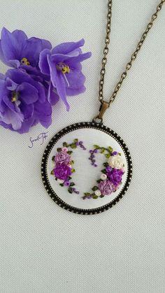 Ribbon Embroidery Tutorial, Silk Ribbon Embroidery, Crewel Embroidery, Embroidery Patterns, Cross Stitch Patterns, Embroidery Jewelry, Textile Jewelry, Handmade Accessories, Handmade Jewelry