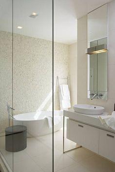 Vintage chic Spartan white bathroom