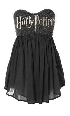 Harry Potter es fenomenal. Esta el vestido negro es muy esta pasada de moda. Pero me gustaria llevar esta.