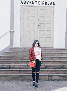 Brit Stitch Ledertasche, Brit-Stitch Bag Review, Karo kombinieren, Brit Chic Look, California T-Shirt, Fashion Blog Iceland, Like A Riot, größte deutsche Mode Blogs