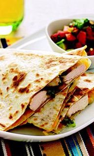 Chicken Quesadillas with Avocado-Tomato Salsa: This tasty Tex-Mex has lower-fat tortillas and cheese. The splurge: avocado. Though high in fat, it's mostly the heart-healthy kind; plus, avocados have (Mexican Chicken Quesadillas) Vegetarian Quesadilla, Quesadilla Recipes, Avocado Quesadilla, Burritos, Fast Healthy Meals, Healthy Recipes, Easy Recipes, Eat Healthy, Recipes