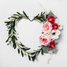 "17"" x 14"" Artificial Heart Shaped Olive Leaf Wreath Green - Opalhouse"