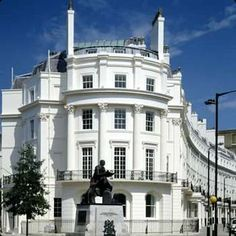 Guttering Services Clean & Repairs Call 0203 375 8573 Westminster's Choice trusted company for Gutter Cleaning Repairs Belgravia-Pimlico-Westminster London Townhouse, London House, Office Building Architecture, Beautiful Architecture, Victorian Architecture, Classical Architecture, Stucco Homes, Castle House, English Countryside
