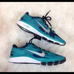 Never worn Nike women's dual fusion Nike dual fusion, women's size 7.5. Never worn! Cheaper on ♏️erc Nike Shoes Athletic Shoes