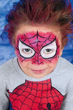 Cool wie Spiderman! Mit dieser Schmink-Anleitung wird Ihr Kind selbst zum Superhelden Spiderman. Hier erklären wir, wie Sie ihr Kind als Spiderman schminken. © OZ-Verlags-GmbH