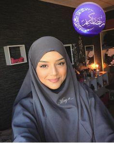 Bonsoir 😄😄 👉 @mry.a_ 😍 ➖➖➖➖➖➖➖➖➖➖➖➖➖➖➖➖➖ كل ما ماتحتاجينه سيدتي من مكياج،اكسيسوارات،عطور...ستجدينه على صفحة @hmizat.chez.sara باثمنة جد… Hijab Fashion 2016, Niqab Fashion, Modest Fashion Hijab, Muslim Fashion, Beautiful Muslim Women, Beautiful Hijab, Muslim Hijab, Muslim Dress, Mode Niqab