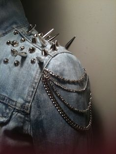 I want the little shoulder chains Punk Fashion Style 87ddcce517d3