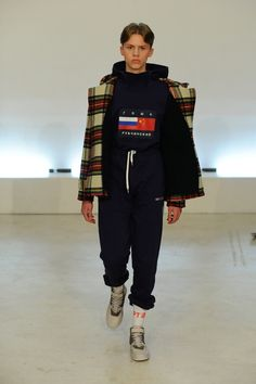 Gosha Rubchinskiy Fall 2015 Menswear Fashion Show - Josh Hann Dope Fashion, High Fashion, Fashion Show, Mens Fashion, Fashion Outfits, Fashion Design, Fashion Sites, Top Streetwear Brands, Mode Streetwear