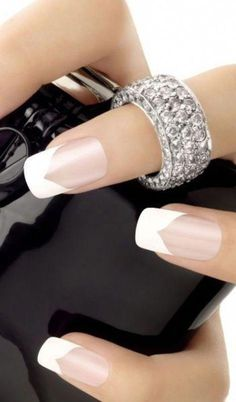 French Nail Art designs are minimal yet stylish Nail designs for short as well as long Nails. Here are the best french manicure ideas, which are gorgeous. French Tip Nail Designs, French Nail Art, French Tip Nails, Nail Art Designs, French Manicures, Nails Design, French Tips, French Manicure With A Twist, Gel French Manicure
