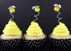 How to make bumble bee cupcake toppers | CakeJournal | How to make beautiful cakes, sweet cupcakes and delicious cookies