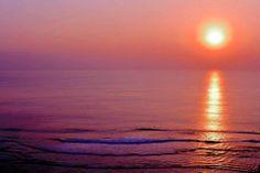 沖縄の夕日って奇麗ですね! 今週もお疲れさまでした!良い週末を。