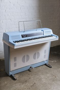 Electric Piano Keyboard, Hammered Dulcimer, Vintage Keys, Music Theory, Piano Music, Music Stuff, Musical Instruments, Guitars, Bass