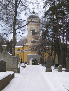 Nokian kirkko kirkkomaalta kuvattuna. Kuva: MV/ RHO Johanna Forsius 2005