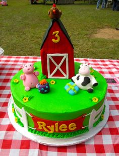 Rylee's Barnyard Cake  Thea519